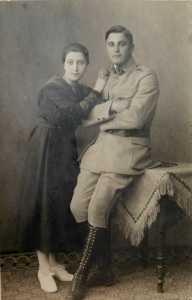 Ludwik_Marian_Kaźmierczak_in_the_uniform_of_Haller's_Army_with_fiancée_Margarethe